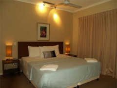 Master Bedroom - - Private Palm Cove Holiday Apartment