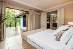 Master Bedroom - Trito Palm Cove Holiday House