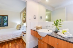 Master Ensuite - Alamanda Palm Cove Private Beachfront Apartment