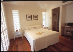 Master Queen Bedroom - Pines Beachfront Holiday House Port Douglas