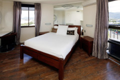 Master Queen Size Bedroom in Cairns holiday apartment - Aquarius #59