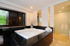 Villa 308 Sea Temple Port Dougls - Master Suite with Spa Bath