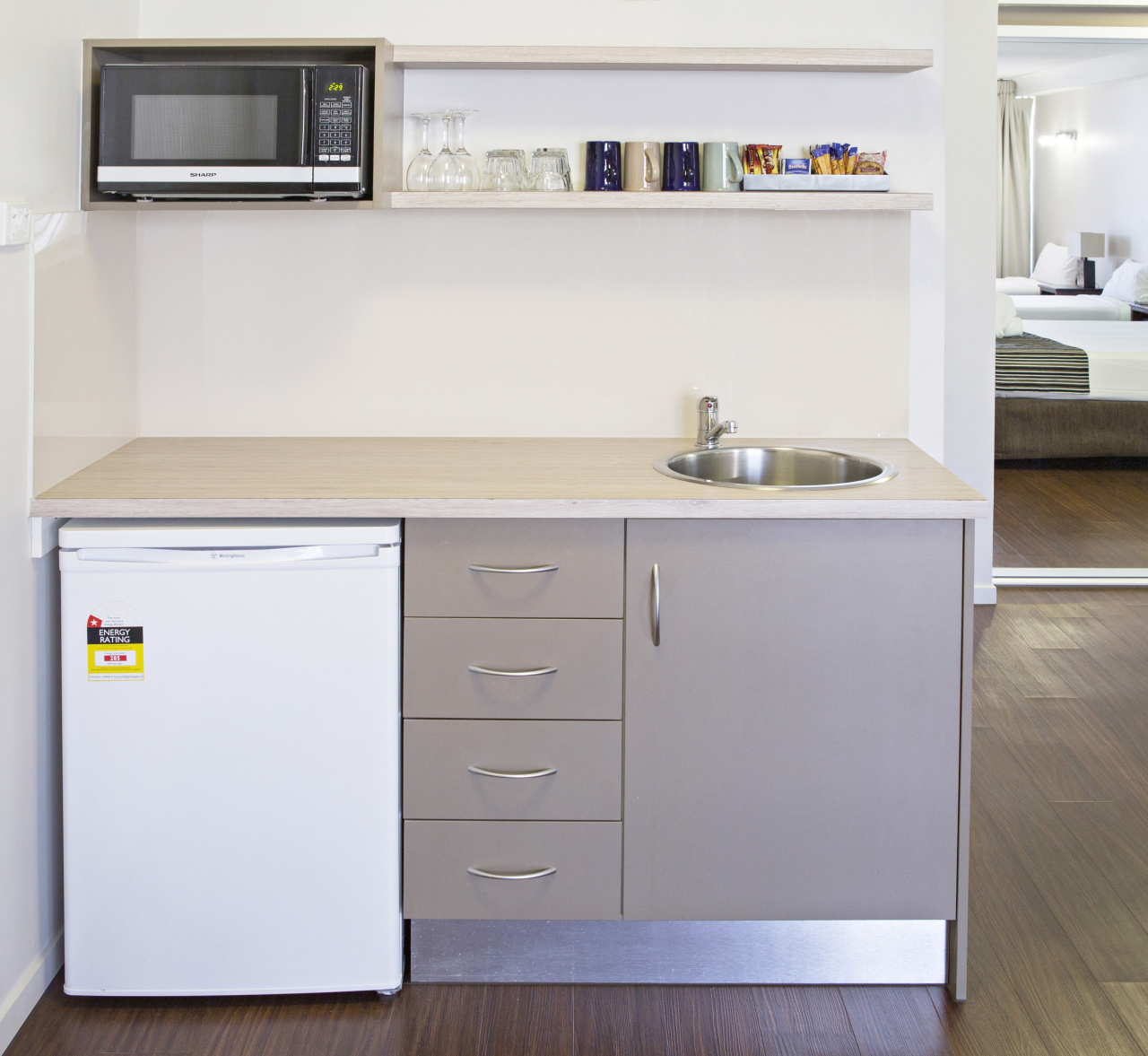 cairns accommodation esplanade holiday apartments free breakfast. Black Bedroom Furniture Sets. Home Design Ideas