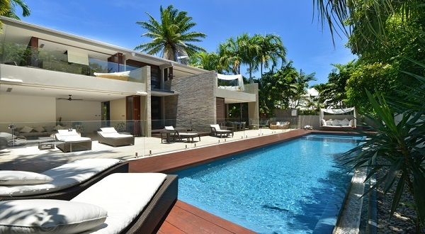 Mirage Beachfront Luxury Holiday Home in Port Douglas