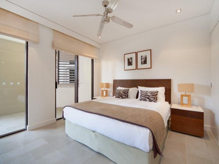 Modern decor Sea Temple Palm Cove Private Apartments