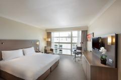 Modern Guest Rooms & Deluxe Rooms with choice of King Bed or 2 Double Beds - Doubletree by Hilton Cairns Hotel
