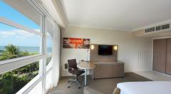 Modern Guest Rooms & Deluxe Rooms - Doubletree by Hilton Cairns Hotel