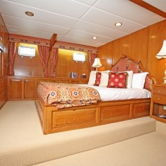 Cairns Luxury Private Charter Yacht | King Cabin