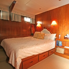 Cairns Luxury Private Charter Boat | Queen Cabin