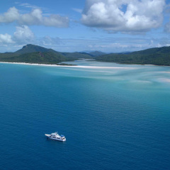 Whitsundays Luxury Private Charter Motor Boat | Destination Great Barrier Reef