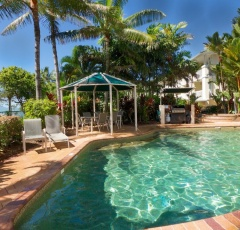 Cairns Beaches Beachfront Holiday Apartments - Trinity Beach