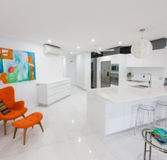 Fully Self Contained Kitchen - On The Beach Luxury Holiday Apartment Palm Cove