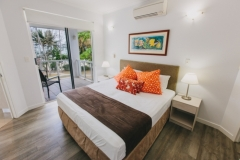 On the Beach Master Bedroom with Beach Views - Port Douglas Apartments