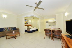 One Bedroom Apartment (Orchid) Cairns Queenslander Holiday Apartments