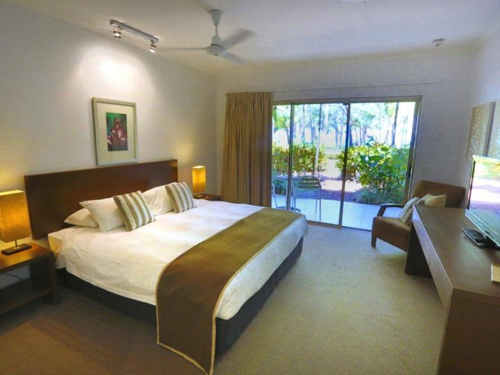 One Bedroom Apartment with Beachfront Views | Palm Cove Holiday Apartments