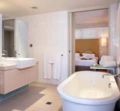 One Bedroom Holiday Apartment Ensuite Bathroom with large soaker bathtub, 201 Lake St Cairns apartment
