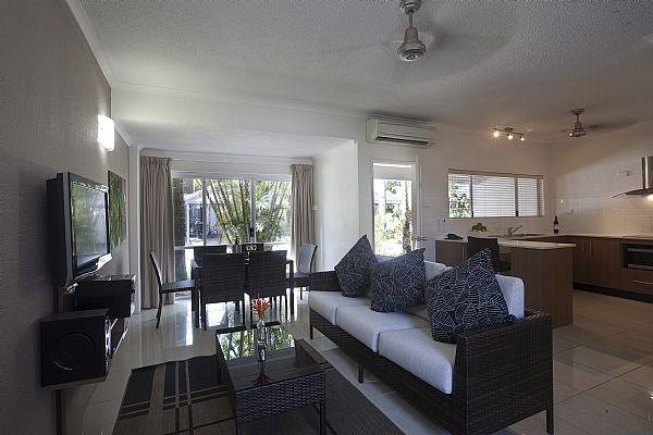 One Bedroom Coral Villas - Spacious downstairs living and kitchen areas.