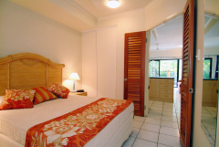 One Bedroom Queen Bedroom Trinity Beach Club Holiday Apartments