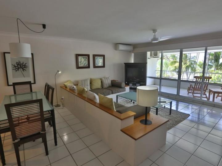 Open plan living to take advantage of the Beachfront views and sea breezes - Palm Cove Accommodation