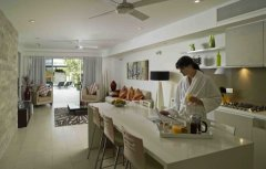 Open Plan Living and Gourmet Kitchen - Honeymoon hideaway Apartments Port Douglas