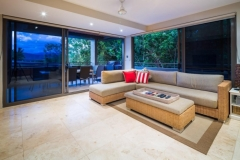 Open plan lounge and outdoor dining area to enjoy the tropical lifestyle - Luxury Port Douglas Holiday House