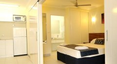 Cairns accommodation - Deluxe 1 Bedroom Apartment (Orchid) - Cairns Holiday Apartments