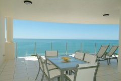 Outdoor Dining with Breathtaking View of the Coral Sea in Ocean View Apartments - Trinity Beach Accommodation