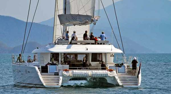 Great Barrier Reef Tour | Outer Reef Luxury Sailing Snorkelling Tour | Port Douglas