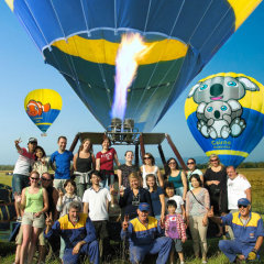 The Tour Specialists take a ride in a Cairns Hot Air Balloon