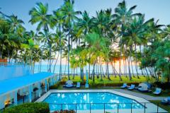 Palm Cove 3 Night Romance Package - Beachfront Dinner, Daily Breakfast, Day Spa Treatment plus Private Arrival Transfer