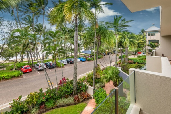 Palm Cove Beachfront Apartment - Paringa Self Contained Apartment