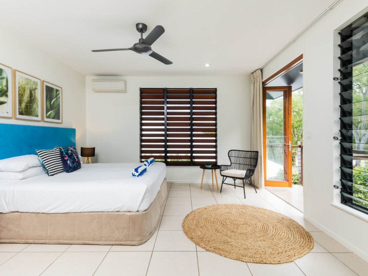 2nd Bedroom with King or Twin Beds |Palm Cove Holiday Home
