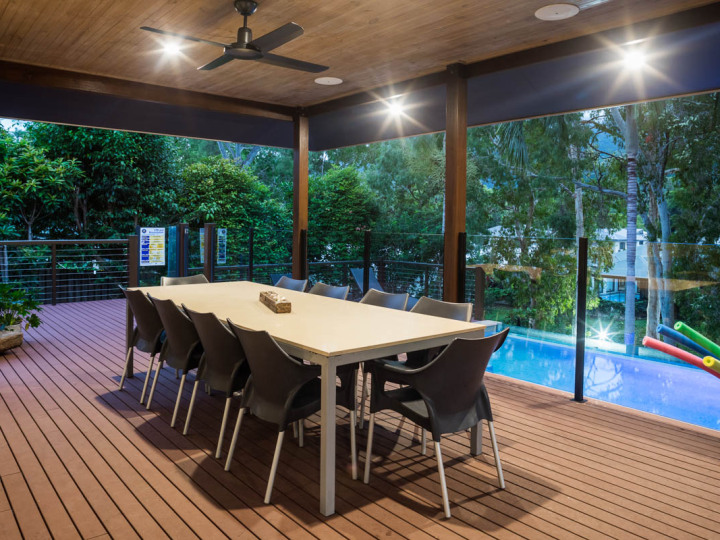 Spacious outdoor dining & BBQ facilities overlooking the Pool - Palm Cove Holiday Home