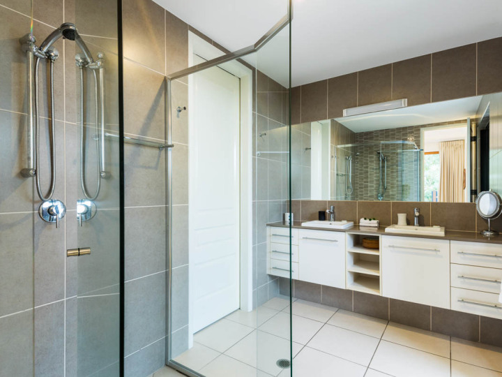 Modern Bathroom facilities Palm Cove Holiday Home