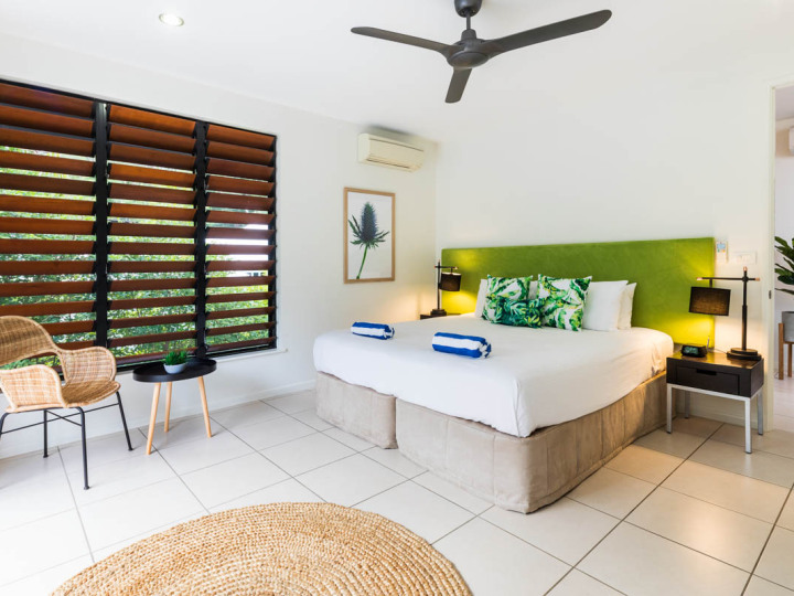 Bedroom 3 with King or Twin Beds | Palm Cove Holiday Home