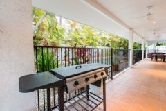 Palm Cove Holiday Home with BBQ and outdoor area