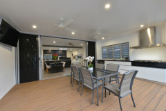 Palm Cove Holiday House | Outdoor entertaining area with BBQ