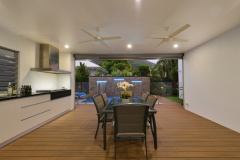 Outdoor entertaining area with BBQ | Palm Cove Holiday Home