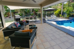 Palm Cove Holiday House with Tropical Swimming Pool & Outdoor Entertaining Area