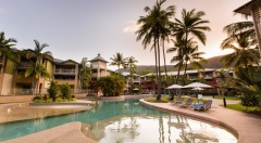 Palm Cove Resort Accommodation - Mantra Amphora Swimming Pool