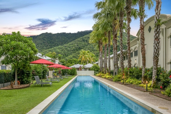 Palm Cove Resort Accommodation | Holiday Apartments close to Beach