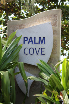 Palm cove Sign - Welcome to Palm Cove Australia