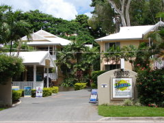 Palm Cove Tropic Apartments located a short walk to Palm Cove Beach