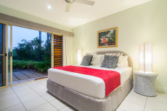 Paradise Links Port Douglas - Villa Tropicale Queen Bedroom