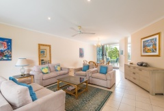 Palm Cove Accommodation - Maple - Spacious Living Area | Palm Cove Accommodation