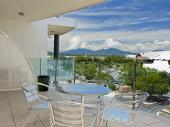Enjoy Cairns views from your private balcony - 1 & 2 bedroom apartments - Park Regis City Quays Cairns