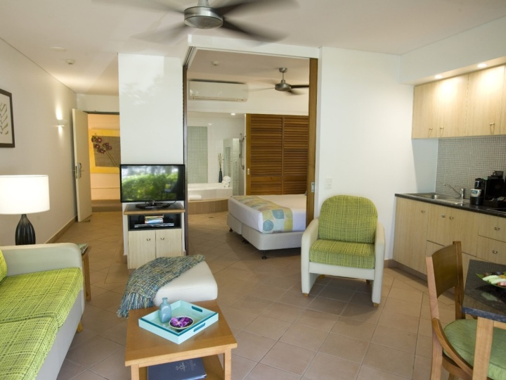 Oceanview Suite Living & Dining - Couples Boutique Resort Port Douglas