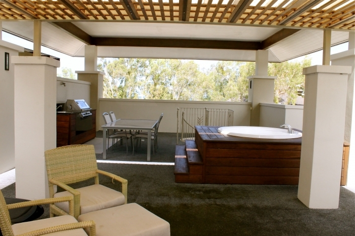 Luxury Penthouse holiday Apartment with Rooftop Jacuzzi and Entertaining Area -  Apartments Palm Cove
