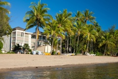Perfectly located beachfront on Palm Cove - Luxury Beachfront Holiday Apartments