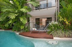 Upgrade to a Studio or One Bedroom Pool Deck Room with access to swimming pool - Honeymoon Resort Port Douglas